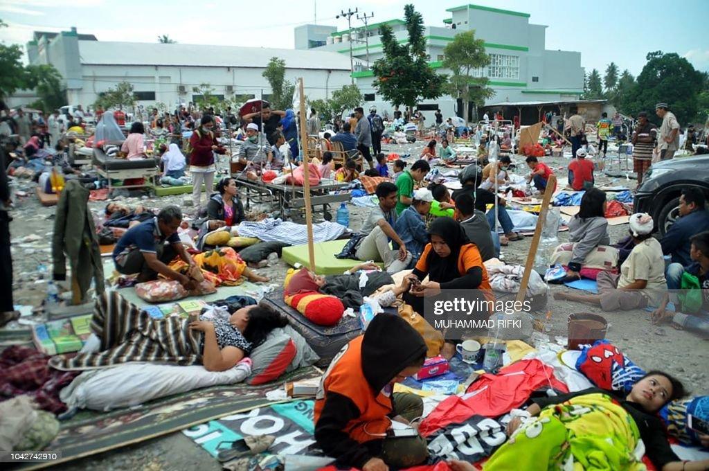 TOPSHOT-INDONESIA-QUAKE-TSUNAMI : News Photo