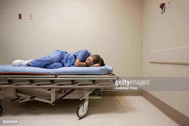 medical worker napping at hospital - überstunden machen stock-fotos und bilder