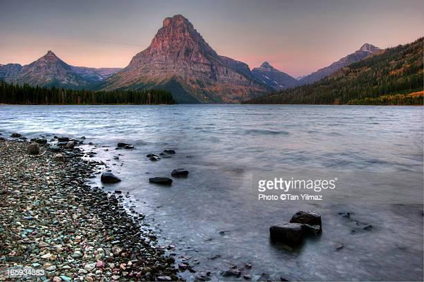 medicinal therapy - lago two medicine montana - fotografias e filmes do acervo