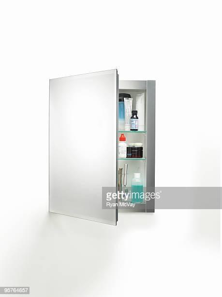 medicine cabinet on white - armoire de toilette photos et images de collection
