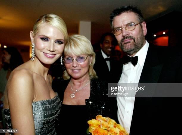 Medienpreis/Bambi Verleihung 2003, Hamburg; Model Heidi KLUM mit Eltern