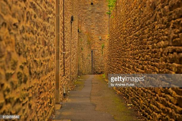 medieval alley, stow-on-the-wold, cotswolds, united kingdom - stow on the wold stock pictures, royalty-free photos & images
