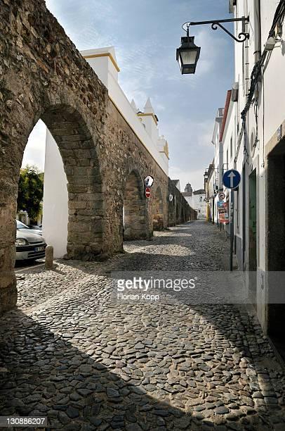 Medieval aqueduct, Evora, UNESCO World Heritage Site, Alentejo, Portugal, Europe