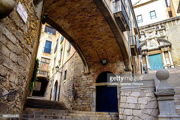 medieval architecture in girona - gerona city stock pictures, royalty-free photos & images