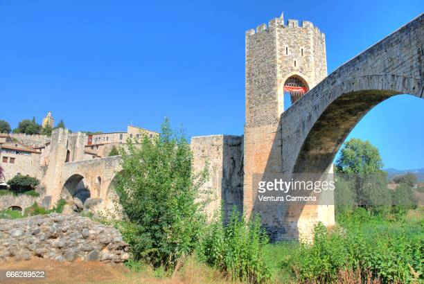 medieval besalú - catalonia, spain - ruhige szene stock pictures, royalty-free photos & images