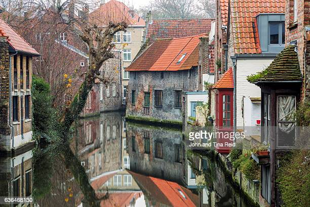 medieval canal - bruges stock pictures, royalty-free photos & images