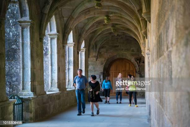 claustro medieval na galiza - cisterciense - fotografias e filmes do acervo