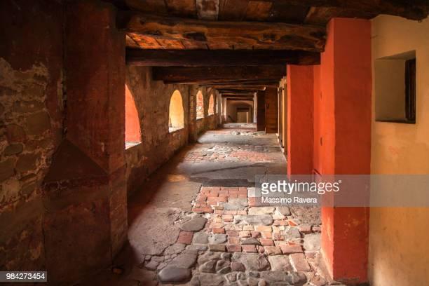 medieval donkey alley, brisighella, italy - ラヴェンナ ストックフォトと画像
