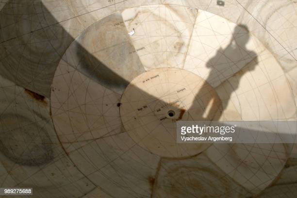 medieval jantar mantar astronomical observatory sundial, jaipur, india - argenberg stock pictures, royalty-free photos & images
