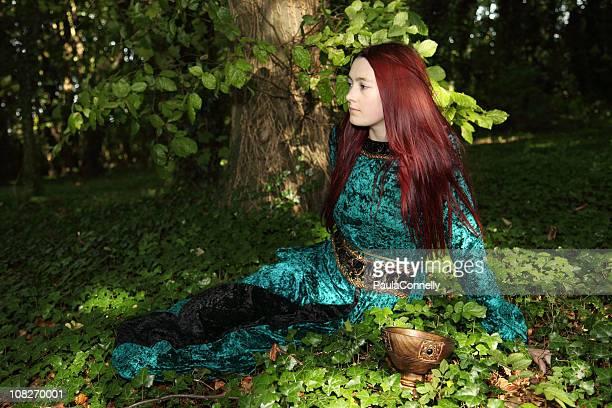 Jeune fille en bois médiévaux