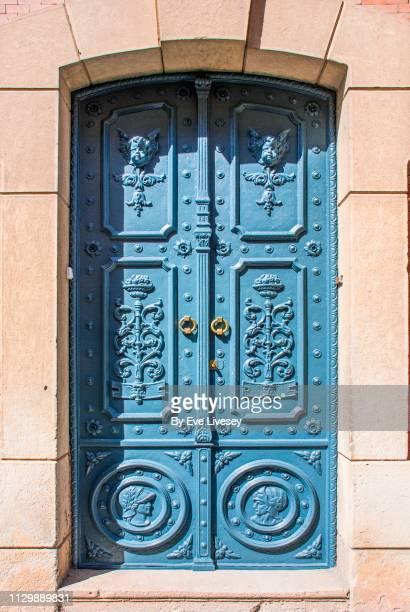 medieval metal door - castilla la mancha fotografías e imágenes de stock