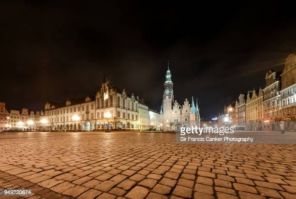 medieval rynek square (market square) and st. elizabeth's church in wroclaw, silesia, poland - ヨーロッパ文化 ストックフォトと画像