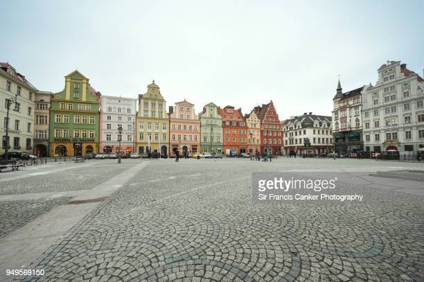 medieval salt market square (plac solny) in the old town of wroclaw, silesia, poland - 市場広場 ストックフォトと画像