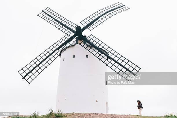 medieval spanish windmill - alcazar de san juan - fotografias e filmes do acervo