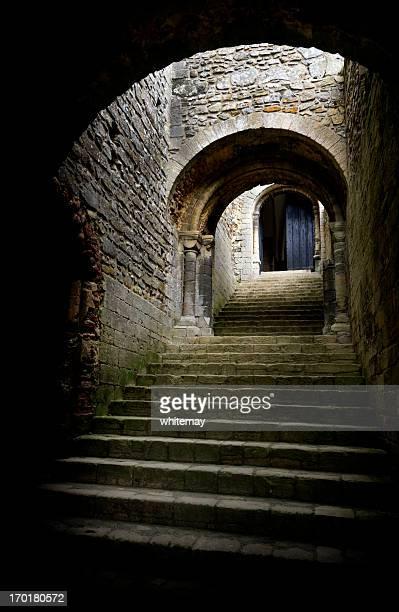 Escalier et arches médiévale porte