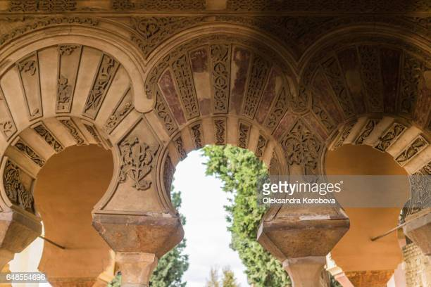 medieval stone arches and walls of an ancient alcazaba fortress - istock photos et images de collection