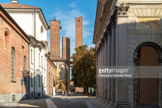 medieval towers, pavia, italy. - イタリア パヴィア ストックフォトと画像