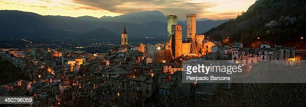 medieval village - アブルッツォ州 ストックフォトと画像