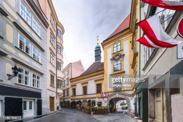 medieval winding street of vienna downtown - wien stock-fotos und bilder