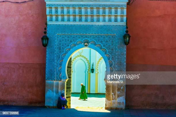 puerta de la medina en marrakech, marruecos - marruecos fotografías e imágenes de stock