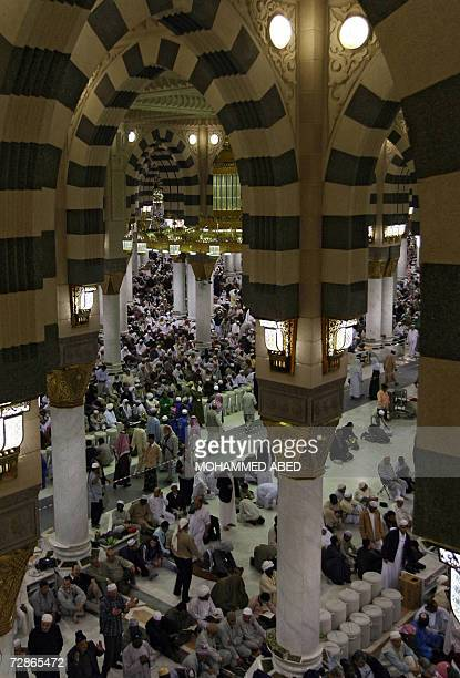 Muslim pilgrims perform the evening prayer at the Prophet Mohammed Mosque in the holy city of Medina in Saudi Arabia 21 Decmber 2006 Saudi Arabia...