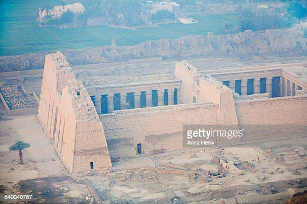 medinet habu. mortuary temple of rameses iii - tomb of ramses iii stock pictures, royalty-free photos & images
