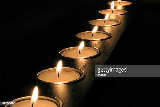 meditazione candele. prospettiva di - cero foto e immagini stock
