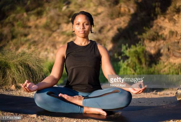 meditation keeps you mentally strong - zulu women stock pictures, royalty-free photos & images