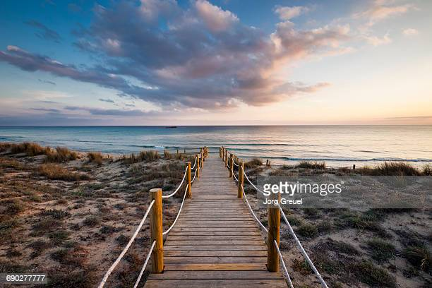 mediterranean sea at son bou, minorca (sunset) - descrição geral - fotografias e filmes do acervo