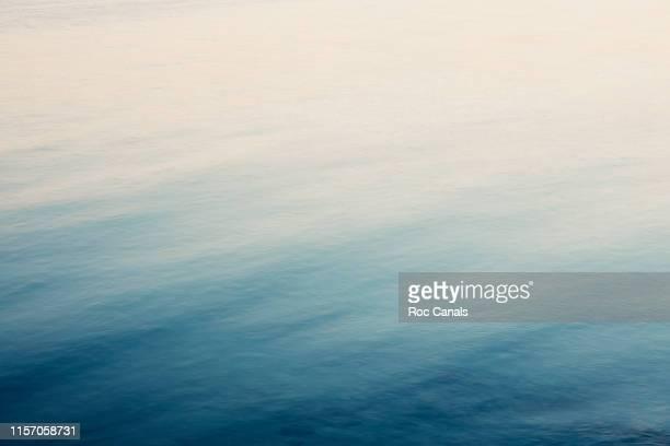 mediterranean water - ambientazione tranquilla foto e immagini stock