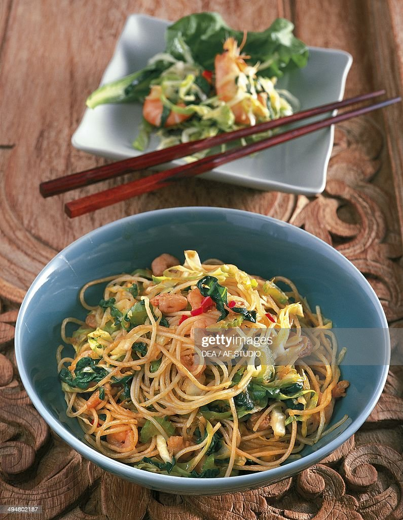 Mee goreng (fried noodles), Indonesia... : News Photo