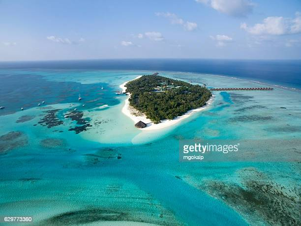 meeru island sideview aerial - male maldives stock pictures, royalty-free photos & images