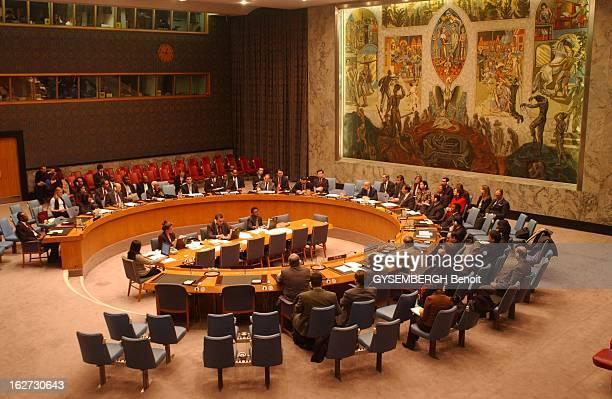 Meeting At The UN On Iraq Problem Réunion sur le problème irakien autour de la table du Conseil de sécurité de l'ONU à NEW YORK les participants...