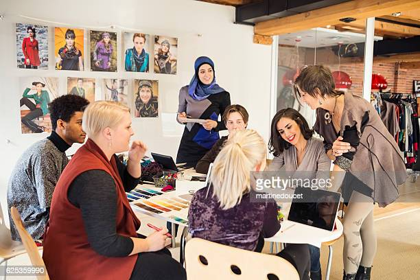 """meeting in small creative start-up enterprise lead by woman. - """"martine doucet"""" or martinedoucet imagens e fotografias de stock"""