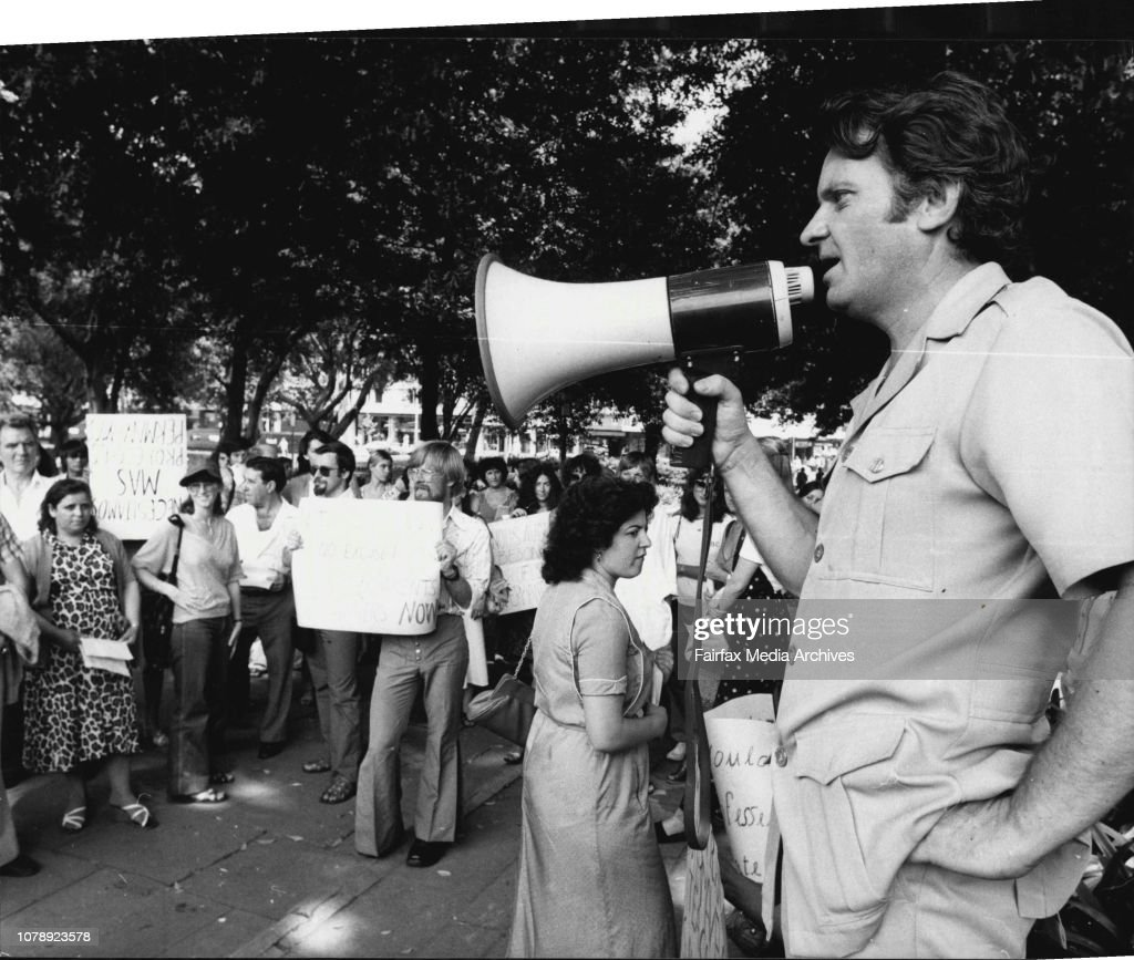 Meeting of striking Adult Migrant Education Service teachers in Hyde Park,  City.The strike