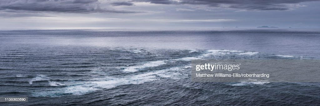 Meeting of the Seas, where the Tasman Sea meets the Pacific Ocean, Cape Reinga (Te Rerenga Wairua), North Island, New Zealand, Pacific : Stock Photo
