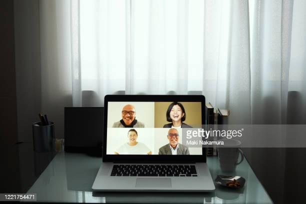 meeting online - controllato a distanza foto e immagini stock