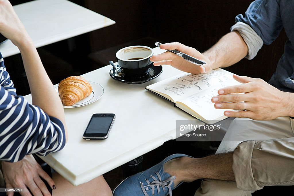 Meeting over coffee : Stockfoto