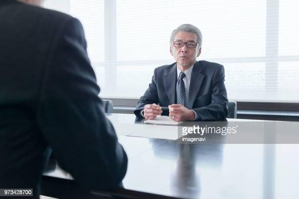 meeting - インタビュー ストックフォトと画像