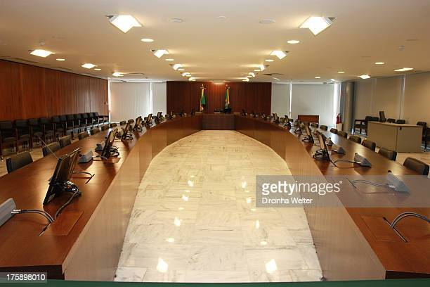 Meeting Room of the Supreme Planalto Palace It is used for ministerial meetings, governmental and presidential. É utilizada para reuniões...