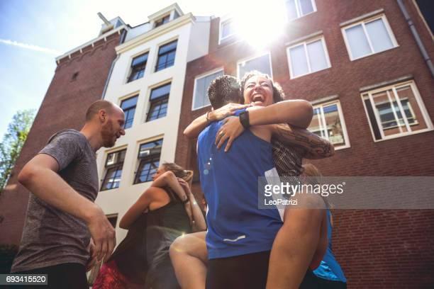 vergadering voor een stedelijke tekstgroep in amsterdam! - noord holland stockfoto's en -beelden