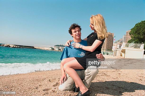 Meeting With Car Racer Olivier Panis Rendezvous avec le coureur automobile Olivier PANIS et sa femme Anne PANIS assise sur les genoux de son mari à...