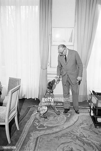 Meeting With Michel Poniatowski At The Ministry Of The Interior France Paris 24 février 1975 Le ministre de l'Intérieur Michel PONIATOWSKI passe son...