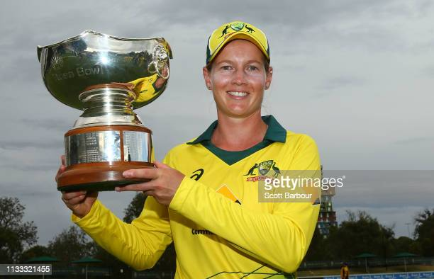 Meg Lanning of Australia poses with the Rose Bowl trophy after winning game three of the One Day International Series between Australia and New...