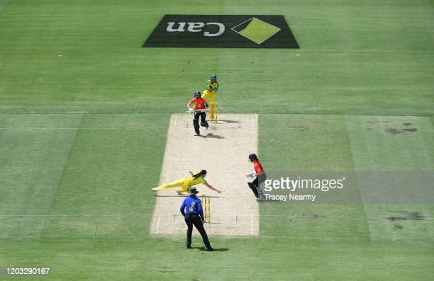 Meg Lanning of Australia tries to catch out Heather Knight of England during the Women's T20 Tri-Series Game 2 between Australia and England at...