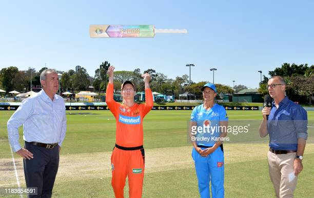 Meg Lanning of the Scorchers does the bat toss during the Women's Big Bash League match between the Perth Scorchers and the Adelaide Strikers at...