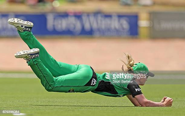 Meg Lanning of the Stars takes a spectacular diving catch to dismiss Rachael Haynes of the Thunder during the Women's Big Bash League match between...