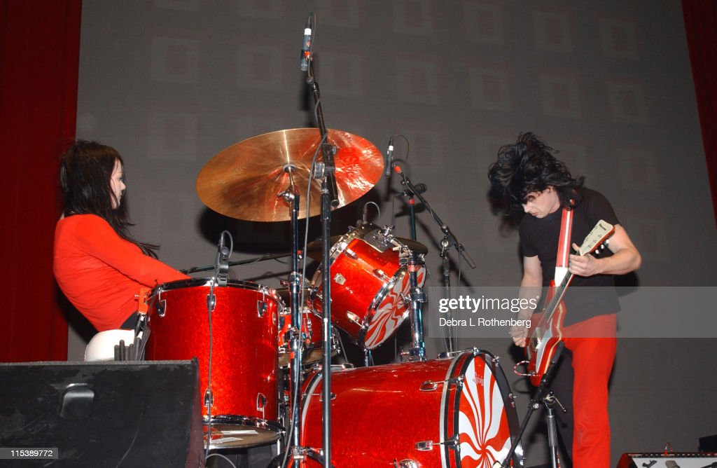 White Stripes In Concert - November 18, 2003