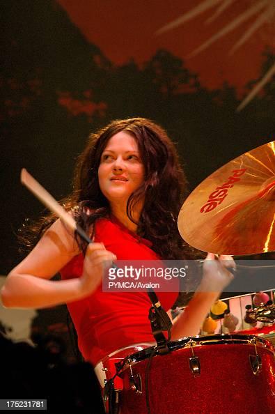 meg white  drummer  the white stripes  glastonbury