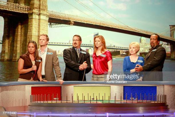 Megan Sippey actor Neil Patrick Harris Seth Ramus actress Diane Neal Diana Mallon and actor Robert Gossett guess at a puzzle during a taping of...